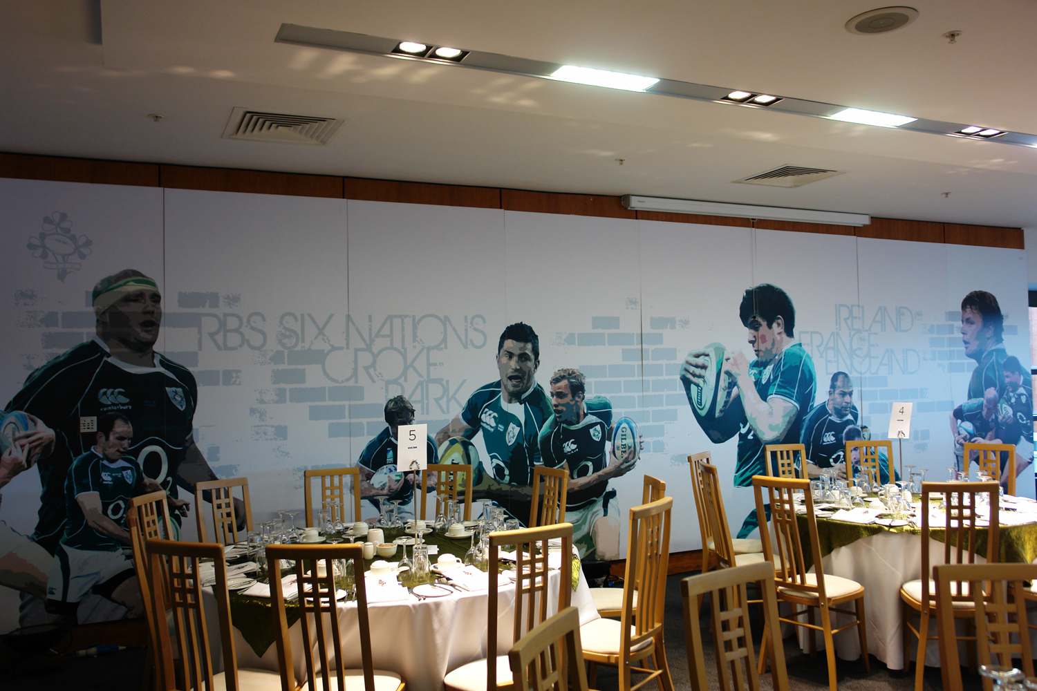 Irfu-Indoor-display-conference-room-irfu